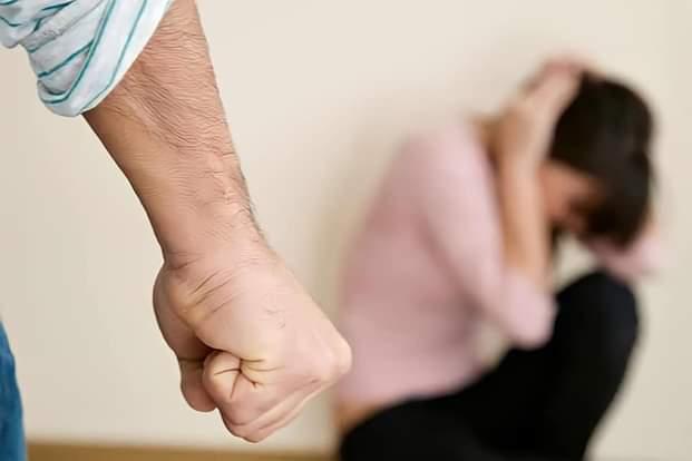 العنف ضد المرأة سلسلة من الصدمات كهربائية